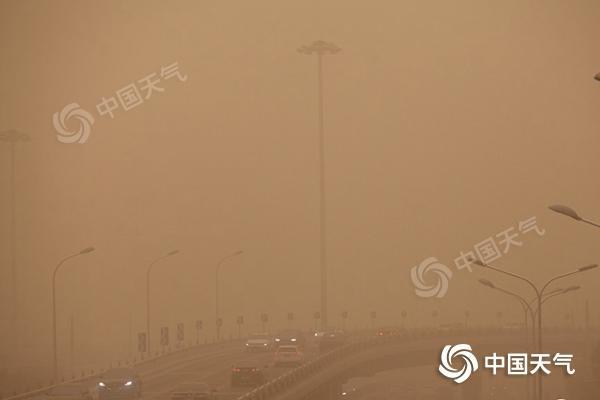 """北方大范围沙尘天气又双叒叕来袭!北京周日AQI或""""爆表"""""""